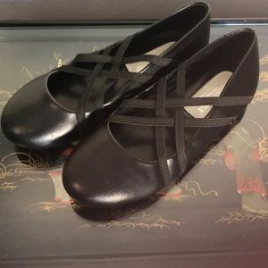 Like New Kenneth Cole Criss Cross Ballet Flats